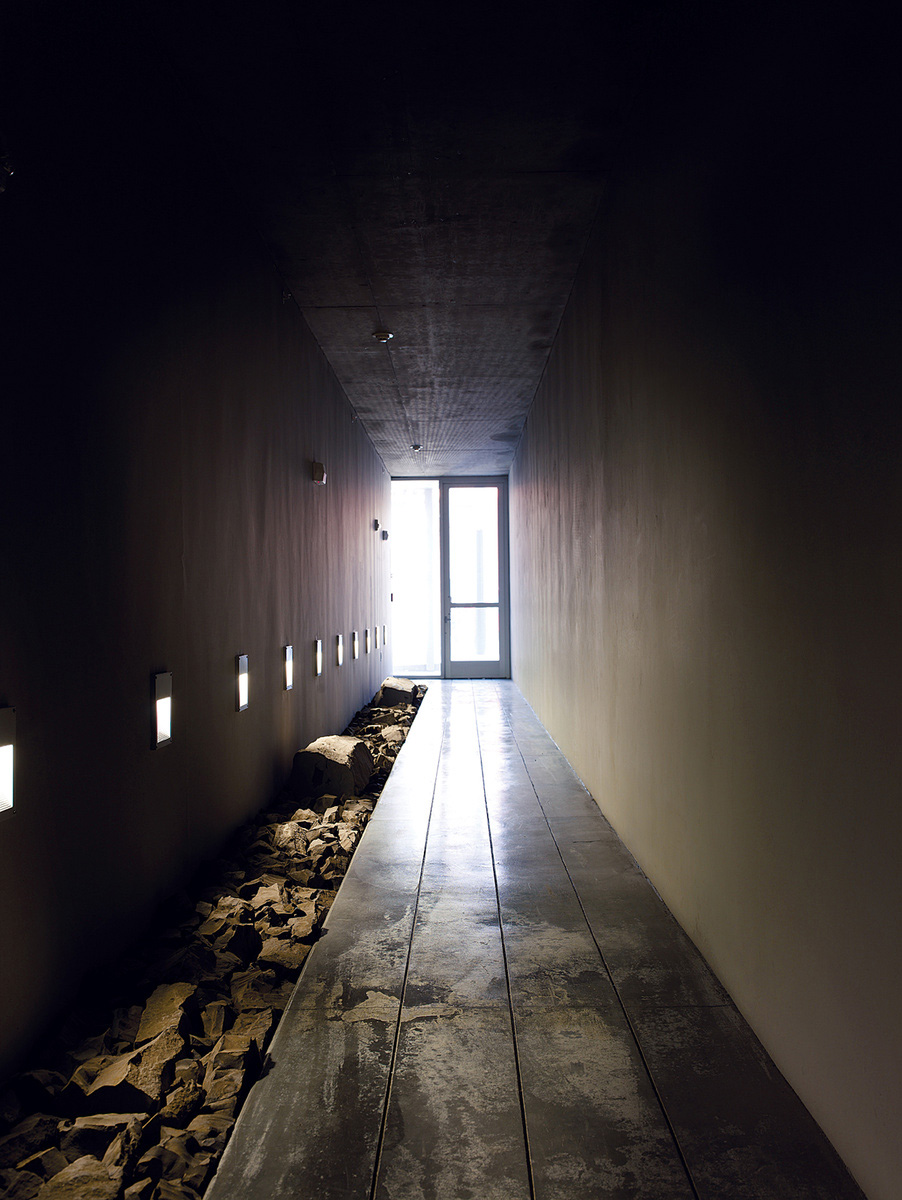 1234-howard-street-house-hallway