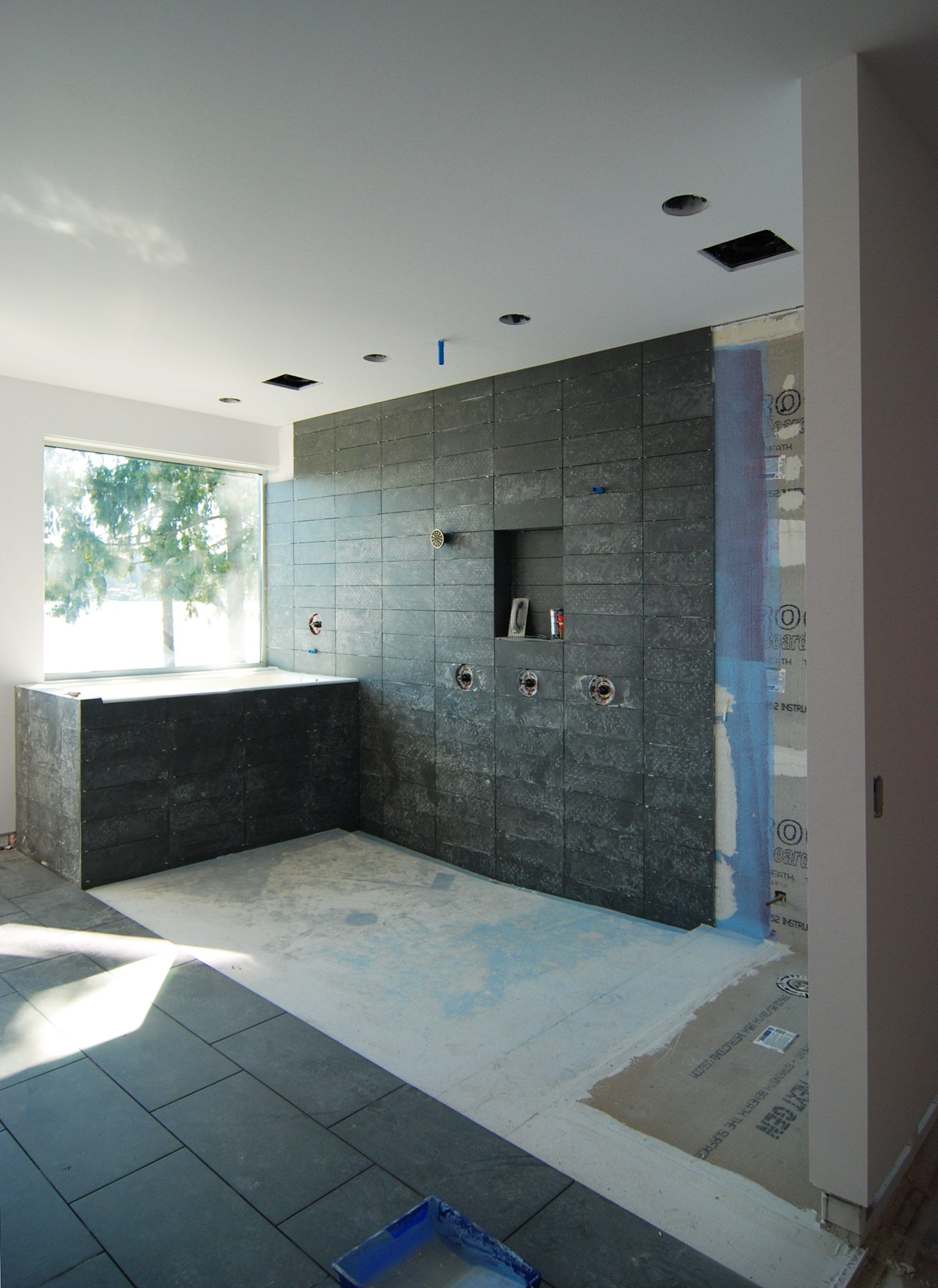 BUILD-LLC_LWR_Master-Bath-03