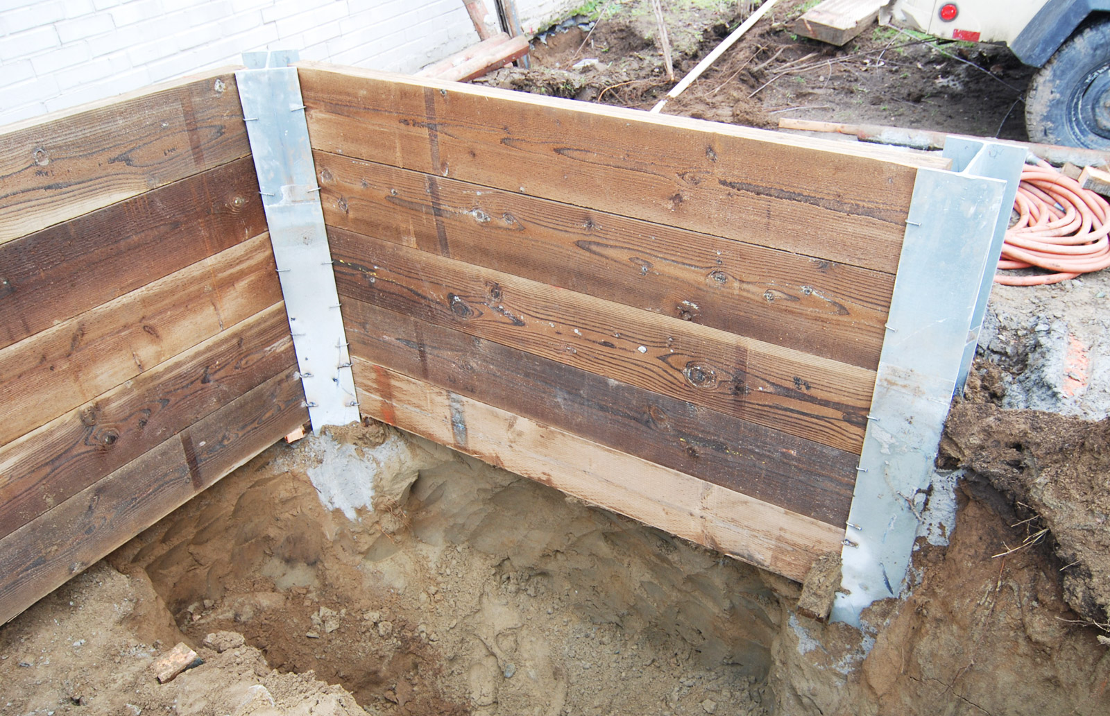 BUILD-LLC-Shoring-16-digging