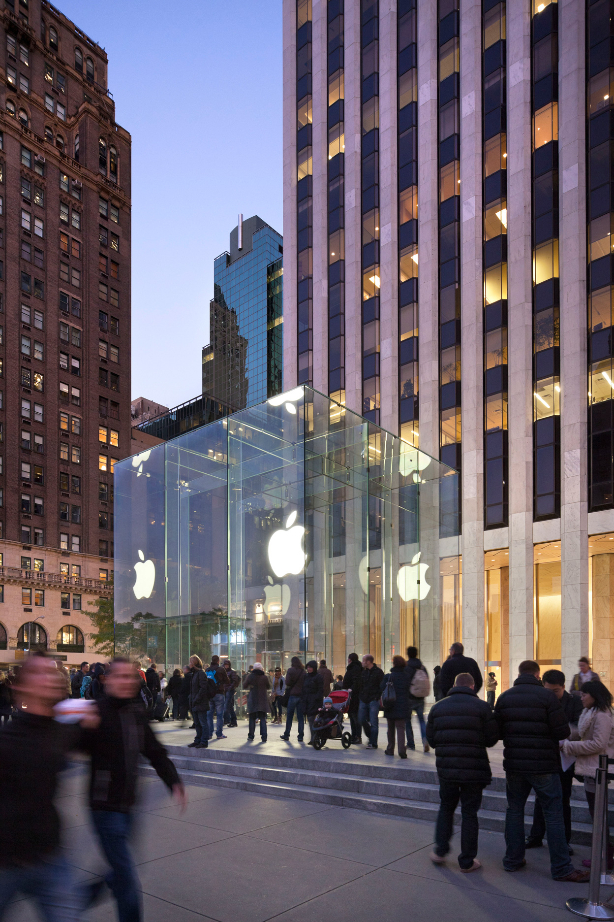 Apple-Fifth-Ave-photo-by-Peter-Aaron,-Esto-Photographics