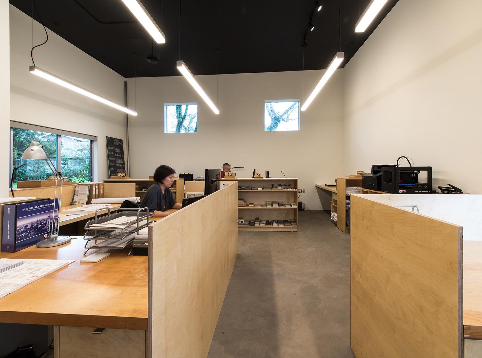 BUILD-LLC-office-int-05
