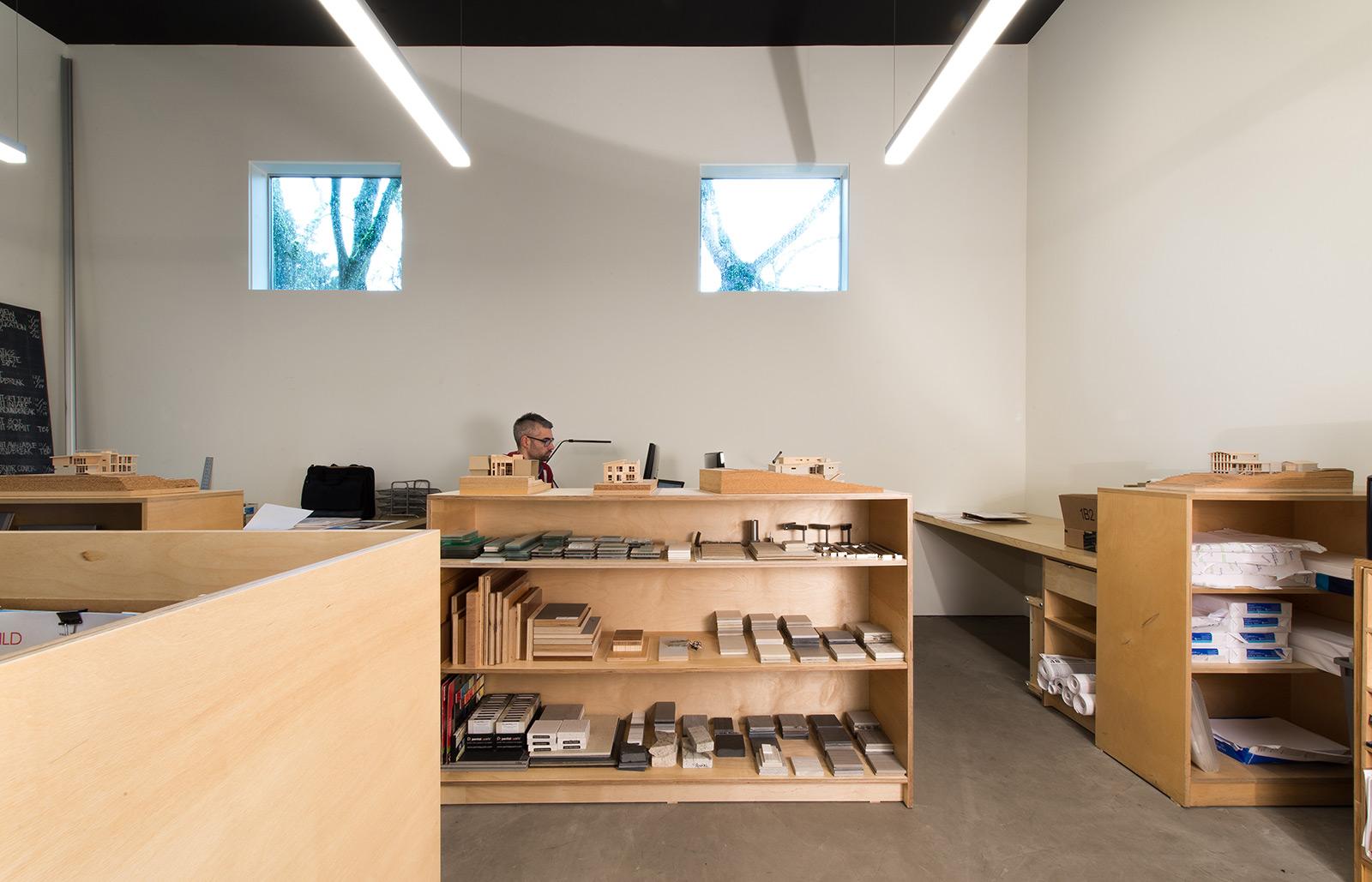 BUILD-LLC-office-int-06