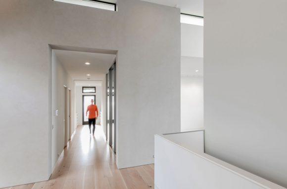 13 BUILD-LLC-Magnolia-House-Int-Entry-03#