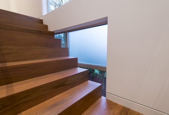 build-llc-lwr-stair-13
