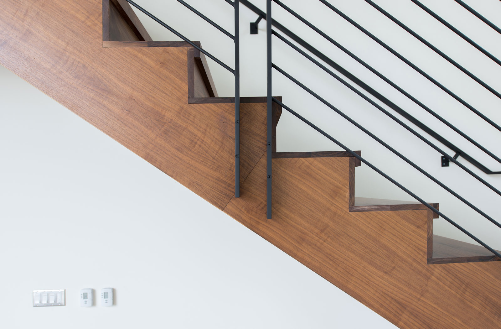 build-llc-merrimount-int-detail-stair-02