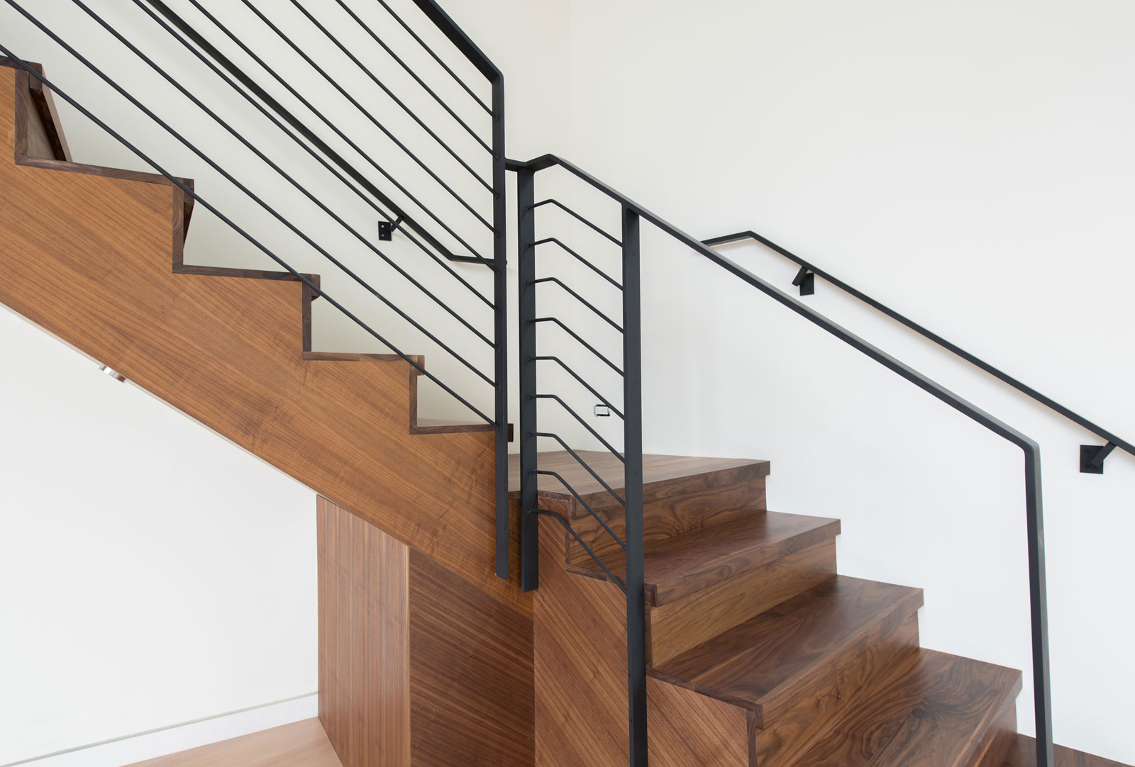 build-llc-merrimount-int-detail-stair-03
